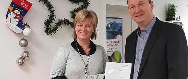 Rauch Reiseladen spendet Mühldorfer Tafel 500 Euro