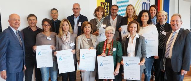 Familienpakt Bayern: Mühldorfer Unternehmen zeigen Flagge