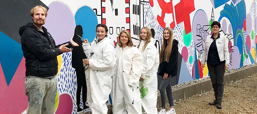 Künstlerische Malerei im BRK-Haus in Mühldorf am Inn