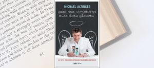 Gewinnspiel: Michael Altinger – Auch das Christkind muss dran glauben