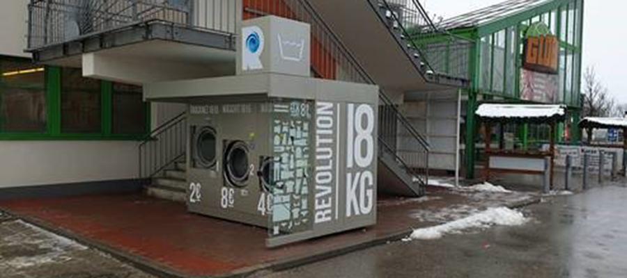 Vollautomatisierte Self-Service-Waschstation bei Globus – Werbung