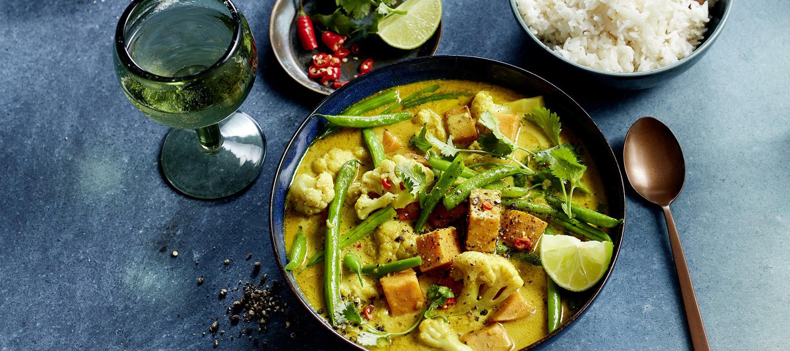 Blumen(kohl)-Curry mit Süßkartoffeln und Bohnen