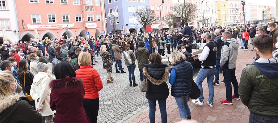 """Demo in Mühldorf: """"Lasst unsere Kinder wieder Kinder sein!"""""""