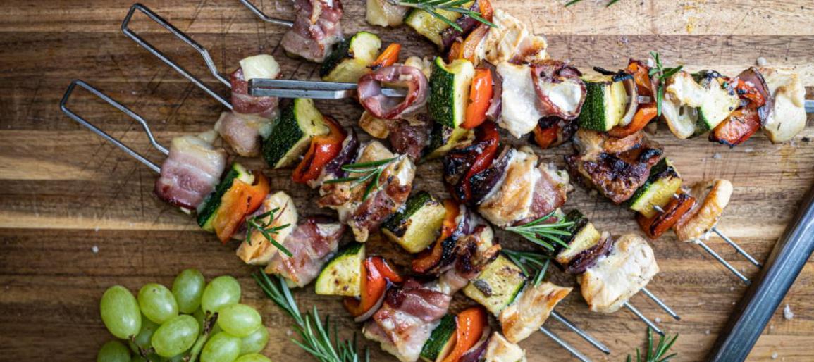 Gemüsespieße Camembert im Bacon-Mantel