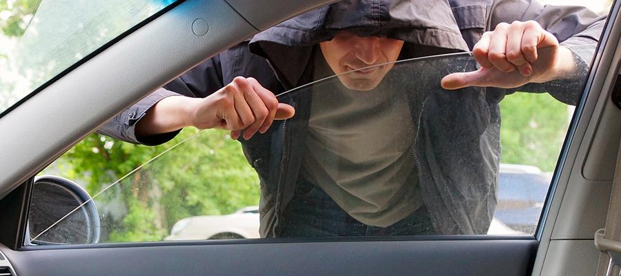 Abzocke bei vorgetäuschter Autopanne: Trickbetrüger erbeuten Bargeld und personenbezogene Daten